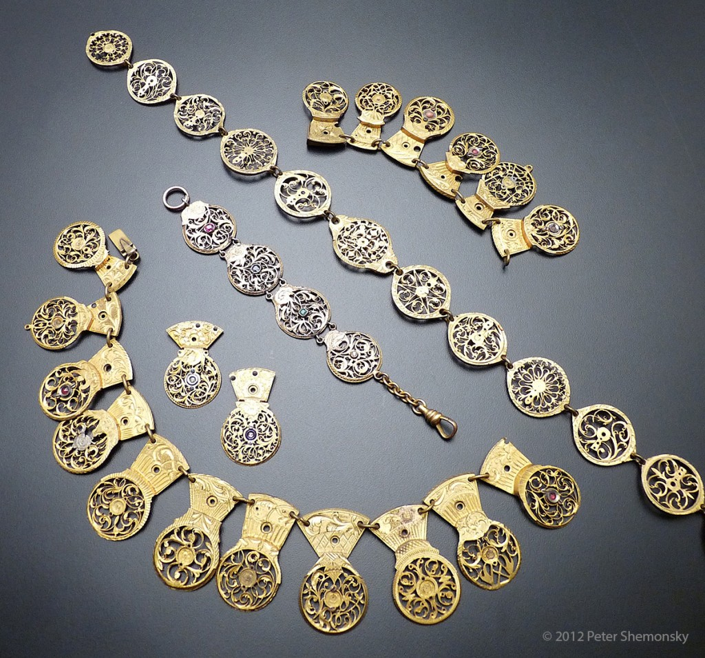 Display of watch cogs to be repurposed as a necklace