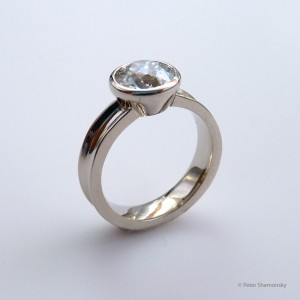 Diamond 18kt white gold ring, angle view