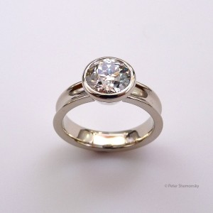 Diamond 18kt white gold ring, top view